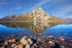 Lustrzana woda płytki jezioro Obrazy Royalty Free