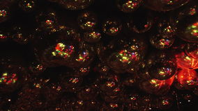 Lustrzane piłki odbijają promienie barwioni światła zdjęcie wideo