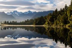 Lustrzany odbicie przy jeziornym Matheson, Nowa Zelandia Fotografia Royalty Free