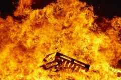 Luta ardente da fogueira do fogo, ignição da chama, brasas fotos de stock royalty free