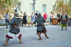 Luta da exposição com os representantes das espadas do hist do russo Fotografia de Stock