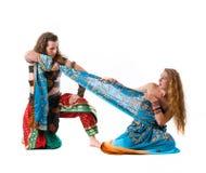 Luta do homem com a mulher nova para o vestido imagens de stock royalty free