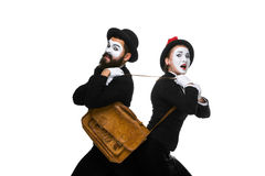 Luta do homem e da mulher de negócio sobre a pasta Fotografia de Stock Royalty Free