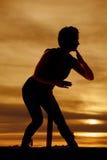 Luta do ninja da silhueta da mulher Fotografia de Stock