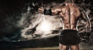 Luta do pugilista do desportista exterior Copie o espaço Conceito do esporte do encaixotamento fotos de stock