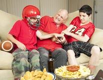 Luta dos fan de futebol para o telecontrole fotografia de stock royalty free