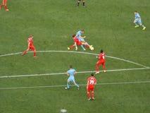 Luta dos jogadores de futebol para a bola durante o fósforo Fotografia de Stock Royalty Free