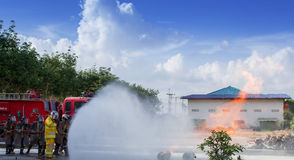 Luta dos sapadores-bombeiros Imagens de Stock Royalty Free