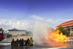 Luta dos sapadores-bombeiros Imagens de Stock