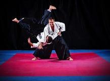 Luta entre dois lutadores do aikido fotos de stock royalty free