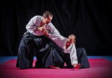 Luta entre dois lutadores do aikido foto de stock