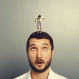 Luta entre o homem e a mulher foto de stock