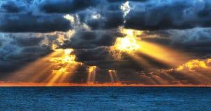 A luta entre a obscuridade e a luz Fotografia de Stock Royalty Free