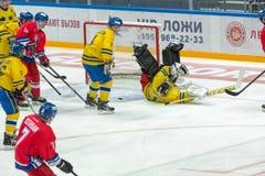A luta nas portas da equipe sueco Imagem de Stock