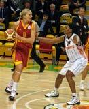 A luta para a esfera. Euroleague 2009-2010. Imagem de Stock