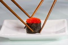 Luta para o último sushi fotografia de stock