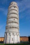 Luta stå hög av Pisa, Italien Fotografering för Bildbyråer