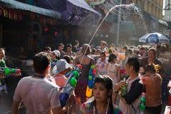 Luta tailandesa da água do ano novo Imagens de Stock Royalty Free
