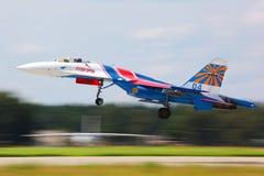 Lutador de jato de Sukhoi Su-27 que descola na base da força aérea de Kubinka Imagem de Stock Royalty Free