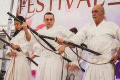 Lutadores da espada de Katana no festival de Oriente em Milão, Itália Fotografia de Stock Royalty Free