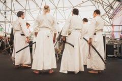Lutadores da espada de Katana no festival de Oriente em Milão, Itália Fotos de Stock Royalty Free