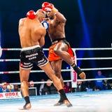Lutadores não identificados que lutam no anel Fotos de Stock Royalty Free