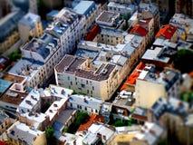 Lutande-förskjutning sikt av parisiska byggnader Fotografering för Bildbyråer