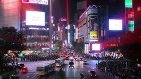 Lutande-förskjutningen (fejka miniatyren) och Time-schackningsperioden sköt av Shibuyas huvudvägenkorsning arkivfilmer