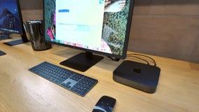 Lutande-Ner till Apple Mac Mini 2018 lager videofilmer