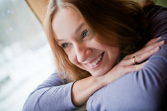 lutande nätt kvinnabarn Fotografering för Bildbyråer