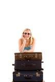 lutande resväskor för flicka Arkivbilder