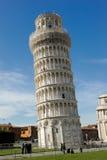 Lutande torn av Pisa Royaltyfri Fotografi