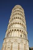 Lutande torn av Pisa Arkivbild