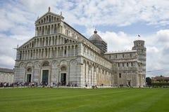 Lutande torn av Pisa i Pisa, Italien - lutande torn av den Pisa knoen royaltyfri foto