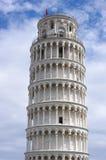 Lutande torn av Pisa på fyrkant av mirakel i Pisa Royaltyfri Foto