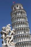 Lutande torn av Pisa - Pisa - Italien Arkivbilder
