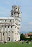 Lutande torn i Pisa i Italien Royaltyfri Foto