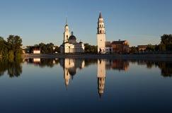 Lutande torn och den Spaso-Preobrazhensky domkyrkan Nevyansk Ryssland Fotografering för Bildbyråer