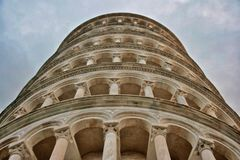 Lutande torn Pisa, Italien royaltyfri foto