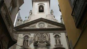 Lutande upp sikten av kyrkan av vår damlapaköpman i Rio de Janeiro stock video