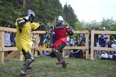 Lutas cavalheirescos no festival da cultura medieval em Tyumen, R Fotografia de Stock Royalty Free