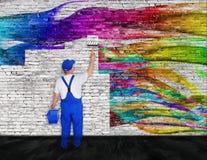 Lutas do pintor de casa com grafittis ilustração do vetor