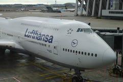 Luthansa飞机在法兰克福国际机场, 2016年12月11日的德国 库存图片