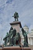 Lutheran Chathedral de Helsinki y estatua Fotografía de archivo libre de regalías