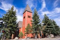 Lutheran kyrka för kolossala sjöar arkivfoto