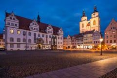 Lutherstadt Wittenberg på skymning arkivfoton