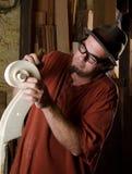 Luthier que faz um baixo Foto de Stock Royalty Free