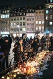 Luto en la gente de Estrasburgo que paga tributo a las víctimas de Terro fotografía de archivo libre de regalías