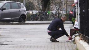 Luto ruso de la embajada del consulado de víctimas del fuego en Zimnyay metrajes
