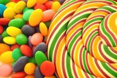Lutschbonbonknall und -bonbons Stockbild